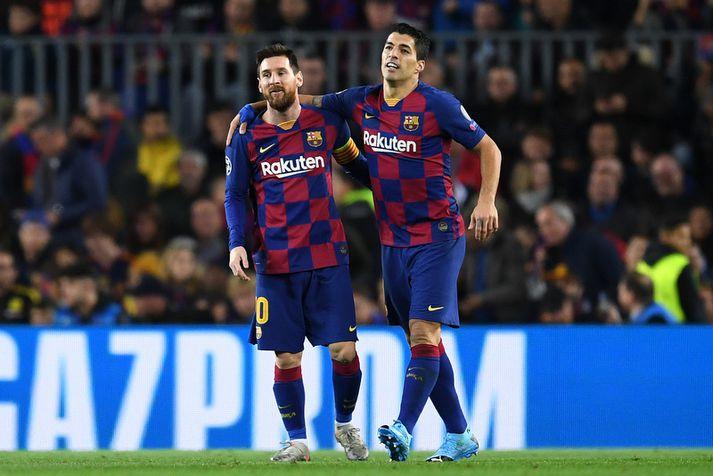 Luis Suarez og Lionel Messi fagna marki í leik Barcelona í gær.