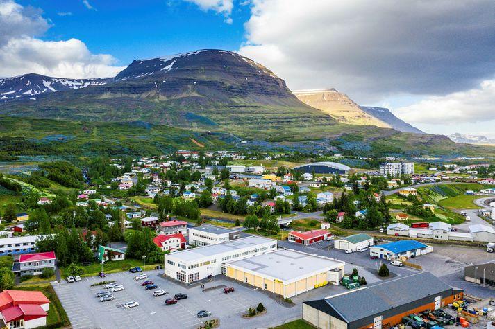 Skólahald hófst með eðlilegum hætti á Reyðarfirði í morgun eftir nokkurra daga lokun.