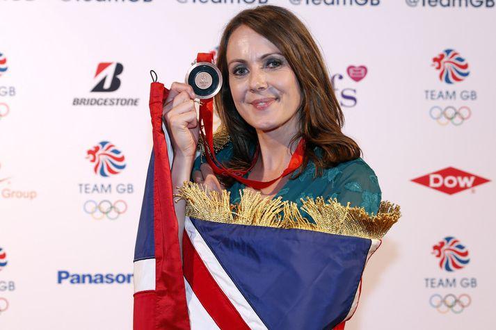 Kelly Sotherton með bronsverðlaunin sín.