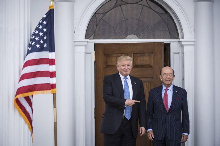 Donald Trump bendir hér á Wilbur Ross, viðskiptaráðherra Bandaríkjanna.