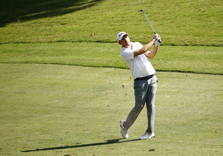 Russell Henley er með góða forystu eftir tvo daga á Wyndham Championship mótinu í golfi.