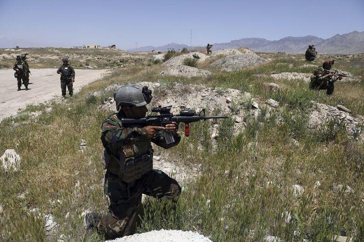 Afganskir hermenn á ferð nærri Kabúl, höfuðborg Afganistans.