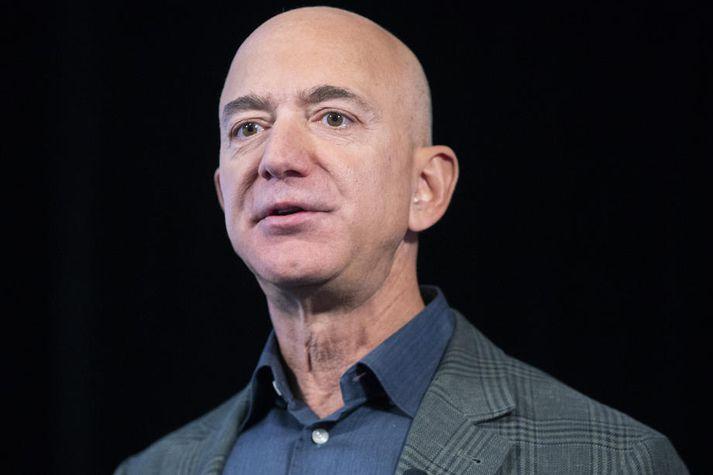 Bezos ætti ekki að muna um að leggja sitt af mörkum enda er hann talinn ríkasti maður heims með eignir sem eru metnar á tugi þúsunda milljarða króna.
