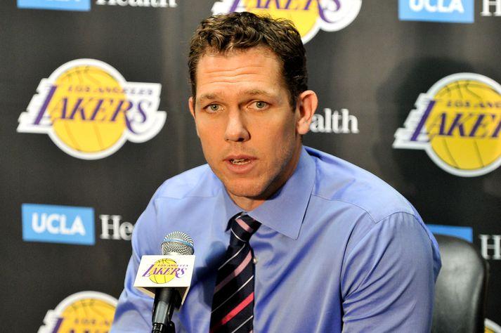Walton var ekki lengi að finna sér nýtt starf eftir að hann hætti hjá Los Angels Lakers. Hann stýrir nú Sacramento Kings.