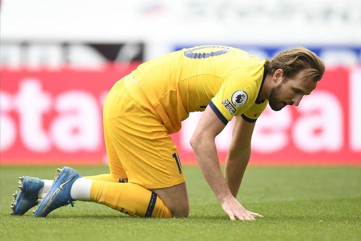 Harry Kane skoraði tvívegis í dag en er hér að leita að stigunum sem Tottenham tapaði þar sem Newcastle jafnaði metin seint í leiknum.