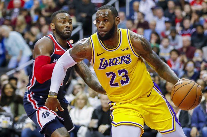 LeBron James og liðsfélagar hans í Los Angeles Lakers stefndu á titilinn. Nú er óvíst hvort þeir fái tækifæri til þess.