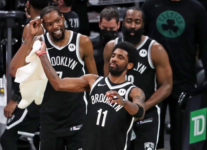James Harden ætlar að reyna taka þátt í leik Brooklyn Nets og Milwaukee Bucks í nótt. Kyrie Irving verður hins vegar ekki með vegna meiðsla.