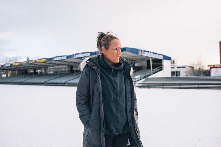Hrefna Huld Jóhannesdóttir fyrrum landsliðskona í fótbolta lagði skóna á hilluna vegna geðklofa.