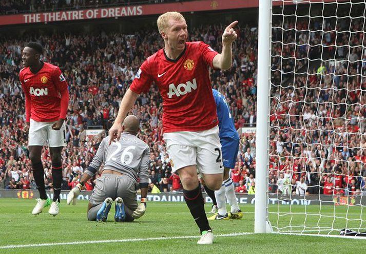 Paul Scholes fagnar marki í leik með Manchester United.