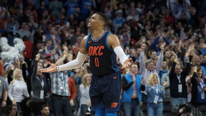 Westbrook fagnar í nótt.