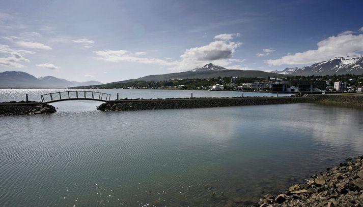 Fyrirtækið Norðlenska og fyrirrennarar þess hafa stundað slátrun og vinnslu við Grímseyjargötu á Akureyri allar götur frá 1928.