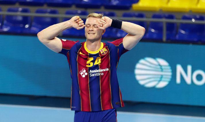 Aron mun yfirgefa Barcelona í sumar.