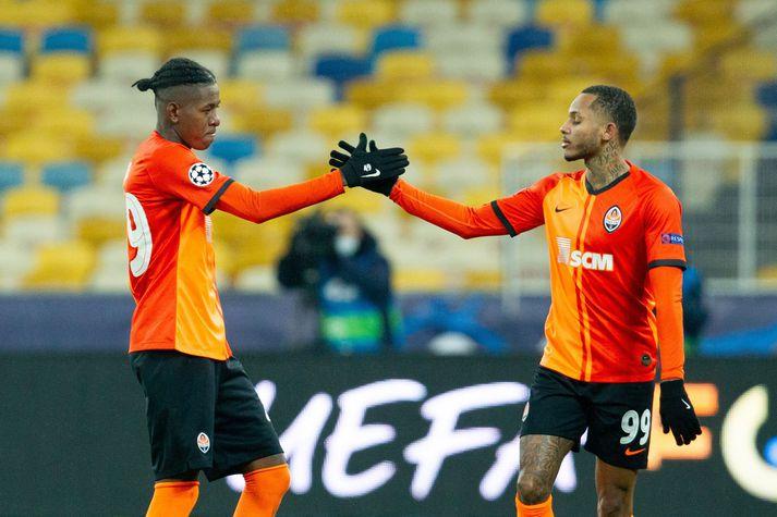 Vitão og Fernando fagna sigri Shakhtar Donetsk gegn Real Madrid í Meistaradeild Evrópu í gær. Þeir eru tveir af 13 brasilískum leikmönnum í leikmannahóp Shakhtar.
