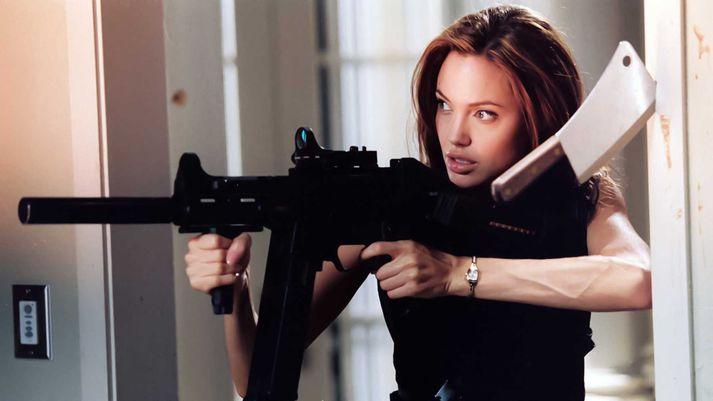 Angelina Jolie kemur við sögu í spurningakeppninni.