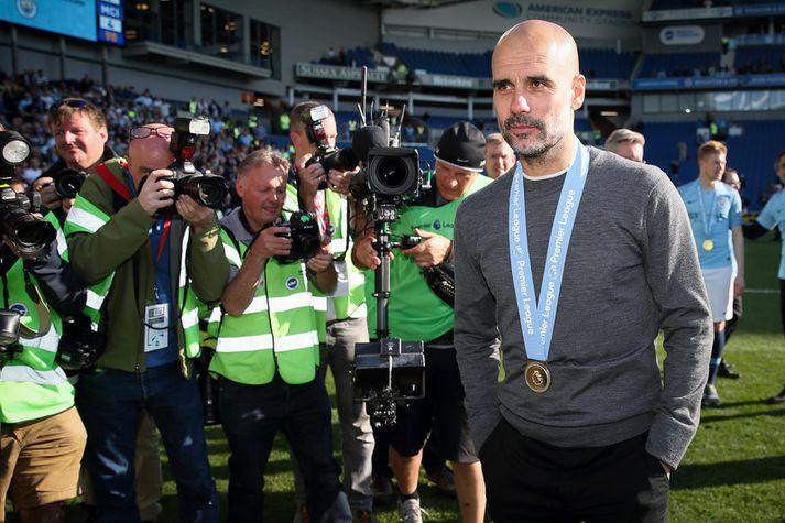 Pep Guardiola með gullið um hálsinn um síðustu helgi.