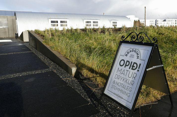 Veitingastaðurinn Bragginn Bistro & Bar hefur verið lokaður undanfarnar vikur. Gert er ráð fyrir að hann opni aftur í næstu viku.