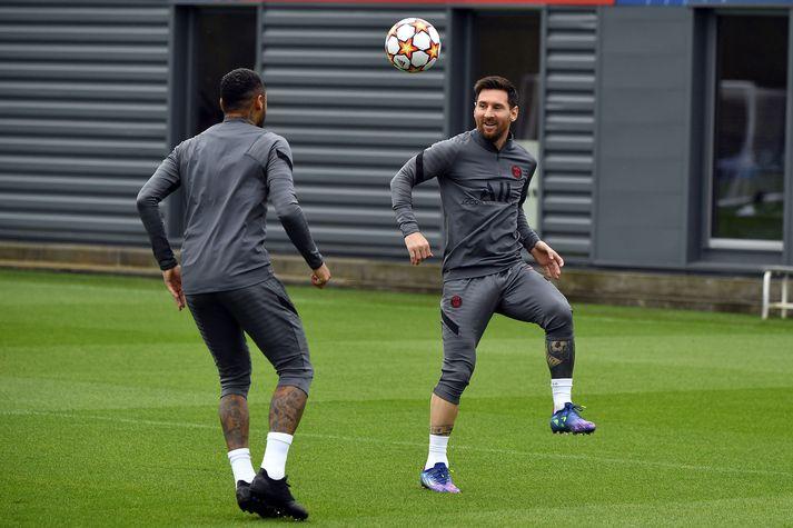 Lionel Messi var í fullu fjöri á æfingasvæði Parísarliðsins í morgun.