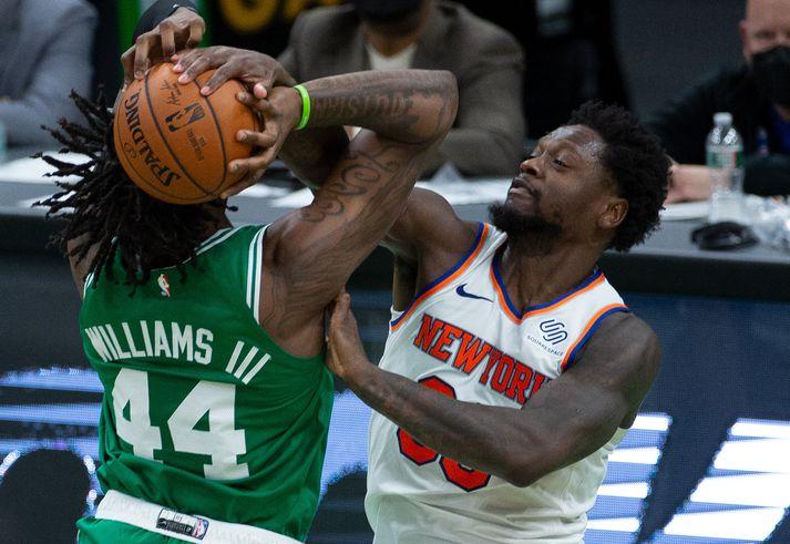 Úr leik New York Knicks og Boston Celtics í kvöld.