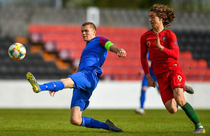 Oliver Stefánsson í leik með íslenska U-17 ára landsliðinu á EM 2019.