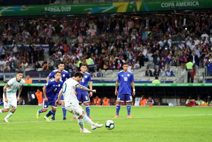 Messi jafnaði metin úr vítaspyrnu
