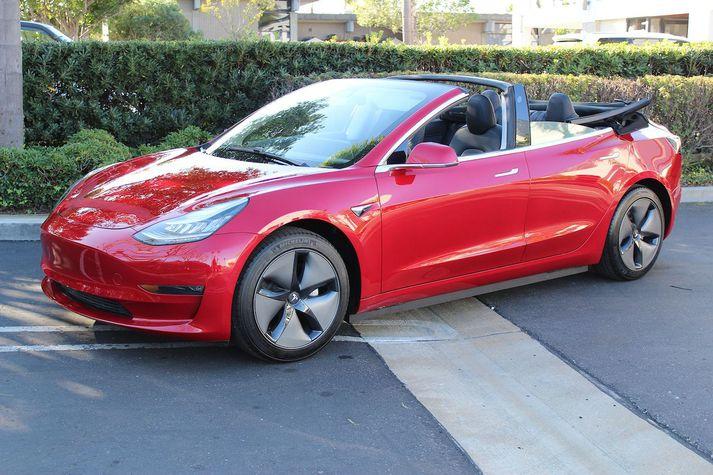 Blæju Tesla Model 3