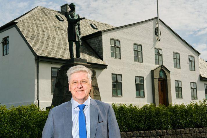 """""""Til hvers er nefnd sem á að vera ráðherranum til aðstoðar, ef hann notar svo allt önnur viðmið,"""" spyr Benedikt Jóhannesson, fyrrverandi fjármálaráðherra."""