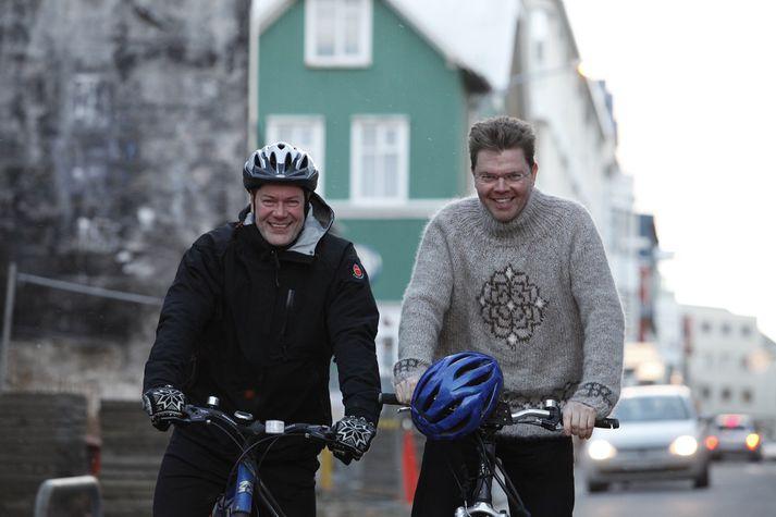 Bergþór og Albert hjóla mikið enda ódýr og góður ferðamáti.