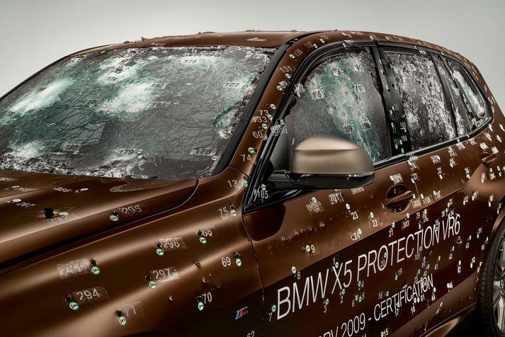 BMW X5 VR6 eftir skothríð.