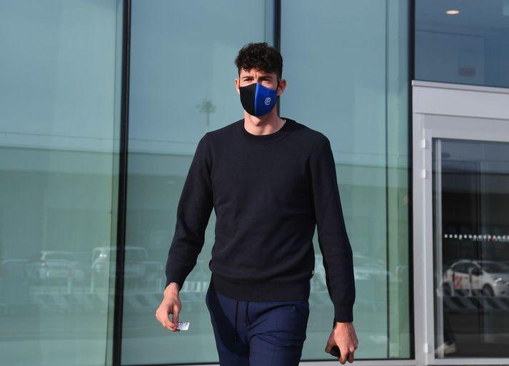 Alessandro Bastoni, leikmaður Inter og U21-landsliðsins, greindist með kórónuveirusmit samkvæmt Gazzetta dello Sport.