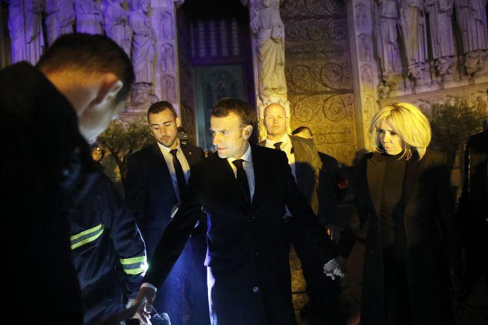 Macron fyrir utan Notre Dame