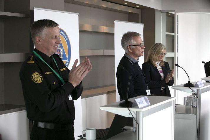 Upplýsingafundur almannavarna í dag hófst með lófataki en Björn Ingi Hrafnsson, einn viðstaddra, á afmæli í dag.