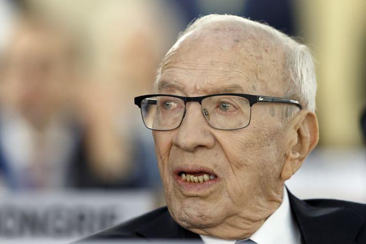 Essebsi, aldinn forseti Túnis, liggur nú milli heims og helju á sjúkrahúsi.