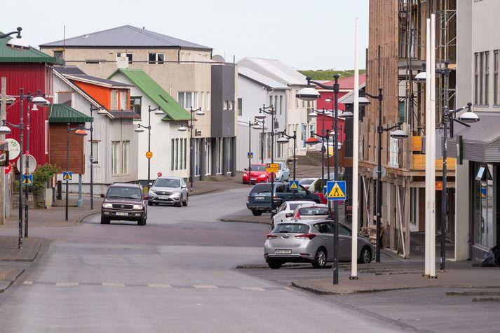 Kona leitaði til lögreglunnar í Keflavík eftir að hafa verið bitin af hundi.