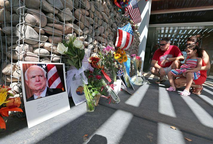 John McCain hefur verið minnst um helgina. Þessi mynd var tekin í Arizona, heimaríki öldungadeildarþingmannsins, í gær.