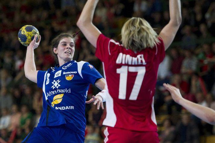Stella Sigurðardóttir í leik með íslenska landsliðinu á EM 2012.