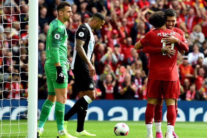 Roberto Firmino fagnar markinu með Mohamed Salah.