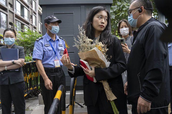 Zhou Xiaoxuan fyrir utan dómshús í Peking í gær.