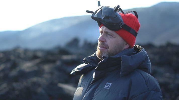 Björn Steinbekk horfir fram á veginn, bæði hér á gossvæðinu og í lífinu.