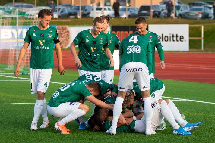 Blikar fagna Brynjólfi Darra eftir að hann kom þeim í 3-2 gegn Valsmönnum.