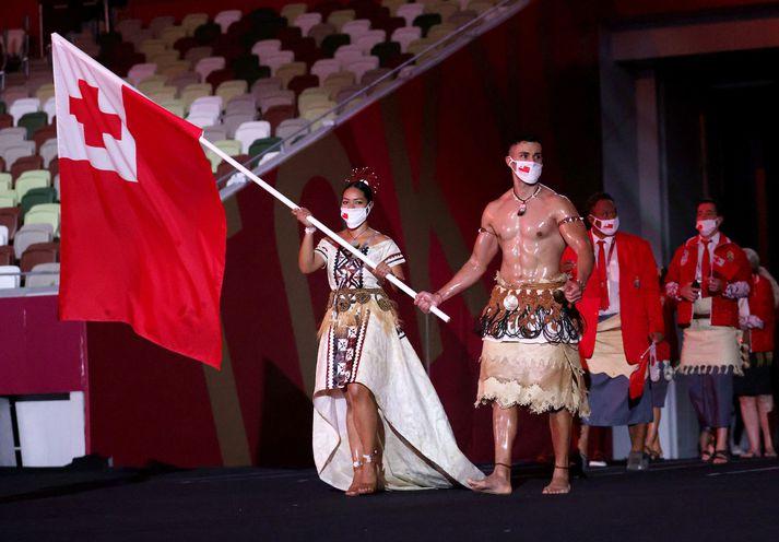 Pita Taufatofua og Malia Paseka voru fánaberar Tonga á setningarhátíð Ólympíuleikanna.