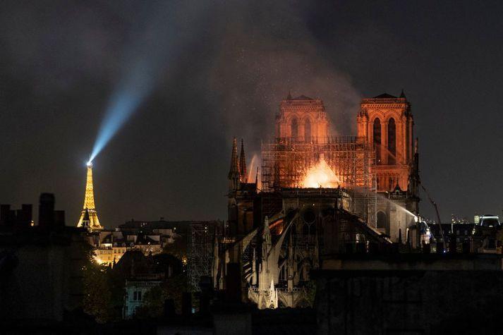 Eldur kviknaði í Notre Dame-dómkirkjunni þann 15. apríl á síðasta ári.