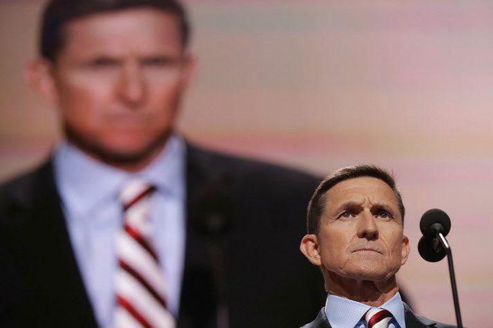 Flynn á landsfundi repúblikana í fyrra þar sem hann leiddi viðstadda í að hrópa slagorð um að fangelsa Hillary Clinton. Nú er það hins vegar Flynn sem gæti átt yfir höfði sér fangelsisvist.