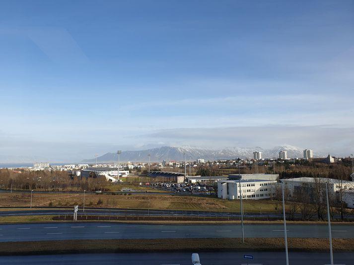 Fallegt veður er í Reykjavík þessa stundina en veturinn mun sækja í sig veðrið á föstudag.