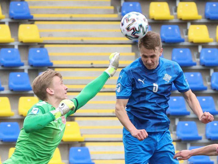 Ísak Óli í leik með íslenska U-21 árs landsliðinu gegn því danska.