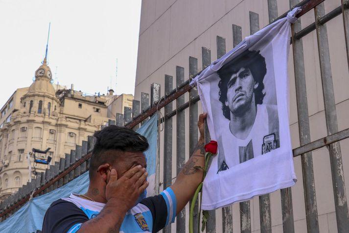 Borgarbúar í Búenos Aíres syrgðu Diego Maradona í gær.