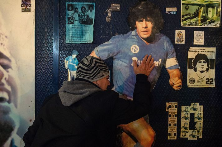 Aðdáendur um allan heim hafa minnst Maradona í dag.