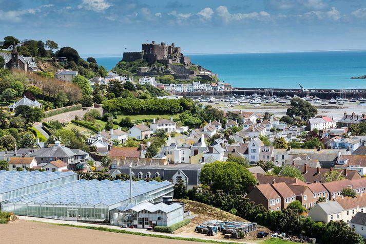 Frá Mont Orgueil-kastala í bænum Gorey á Jersey.