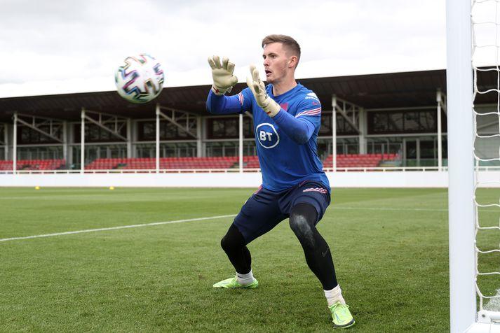 Dean Henderson hefur yfirgefið herbúðir enska landsliðsins og snúið aftur til Manchester United.