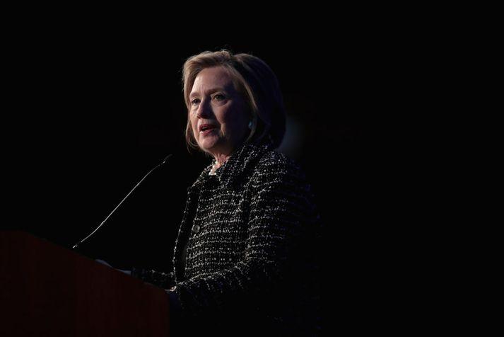 Hillary Clinton telur að rekja megi upprisu popúlista í Evrópu og Bandaríkjunum til umræðu um innflytjendur.