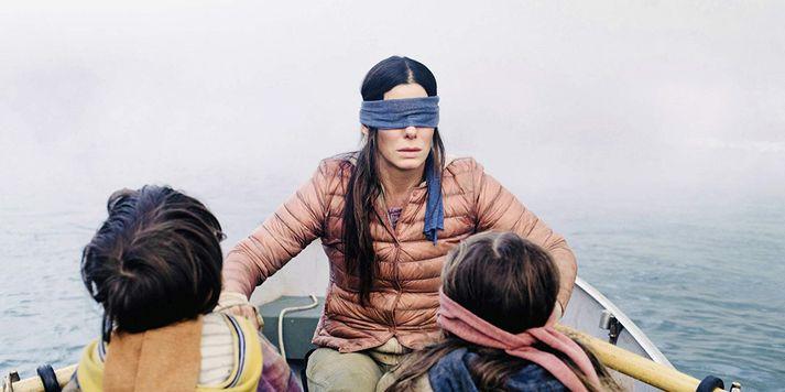 Sandra Bullock fer hér með hlutverk Malorie í Bird Box.